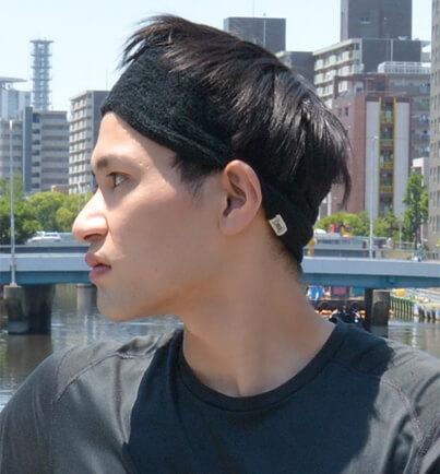 日本製 タック加工のびのびパイルターバンヘアバンドをヘアバンドとしてかぶる男性