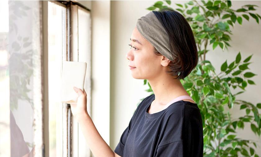 家事の時におすすめのヘアバンド1 TWISTER 天竺オーガニックコットンヘアバンド 着用画像
